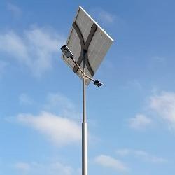 Hetényegháza Univer parkolójában a ILST-NKL-SMART-6M-1-DUO-2019 napelemes kandeláber közvilágítás világítja a parkoló egészét.