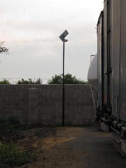 A FILEP-TRANS Kft. telephelyén UNK-MONO-8WR-2013-(KV) napelemes kandeláberek biztosítják a térvilágítást Megyaszó településen. A fényképek egy része még a napelemek déli irányban történő  beállítása előtt készült.