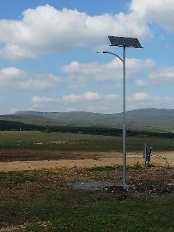 UNK-MONO-8W-2011 napelemes kandeláber biztosítja a térvilágítást Márkón.