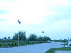 UNK-MONO-80W8M-2014-(KV) napelemes kandeláberek üzembe helyezése az ORIFLAME raktárépületnél Üllőn.