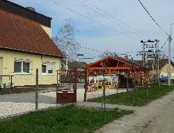 Jánoshalmán a ZAP Hungary Kft. telephelyén napelemes térvilágítás céljából UNK-MONO-8W-2011 napelemes kandeláber lett üzembe helyezve.