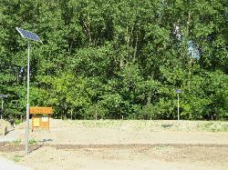 Baján a Nagy-Pandúr-szigeten épülő Pandúr Ökopark részeként térvilágítás célból kerültek üzembe helyezésre UNK-MONO-8W-2013-(KV) napelemes kandeláberek.