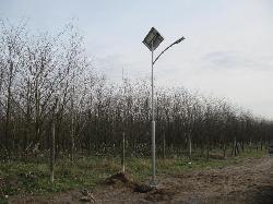 UNK-MONO-8W-2011 típusú napelemes kandeláber biztosít térvilágítást Bugacpusztaházán.