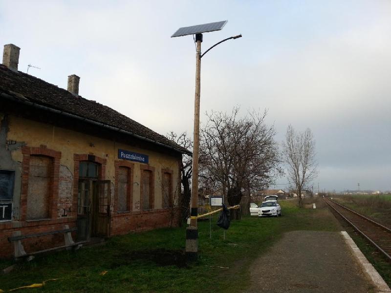 Pusztabánréve MÁV állomás, napelemes térvilágítás