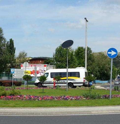 Budaörs, Auchan körforgalom, napelemes díszvilágítás
