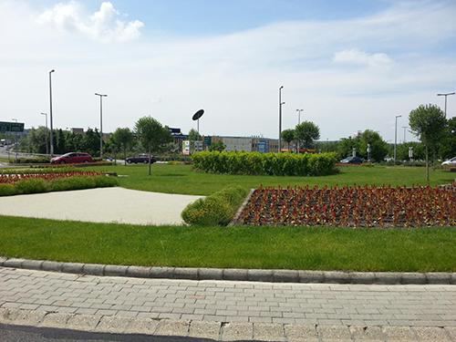 Budaörs, Baross-Bretzfeld körforgalom, napelemes díszvilágítás