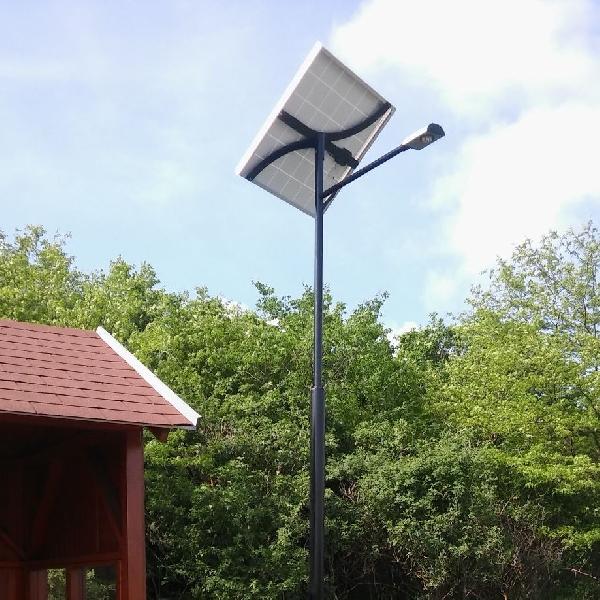 Mezőhegyes, buszmegálló napelemes megvilágítása