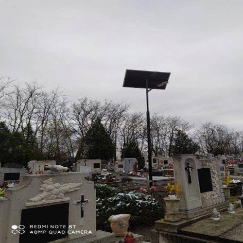 Kunszállási temető, napelemes kandeláber
