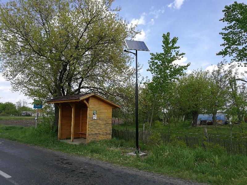 Csengele, napelemes buszmegálló és közvilágítás