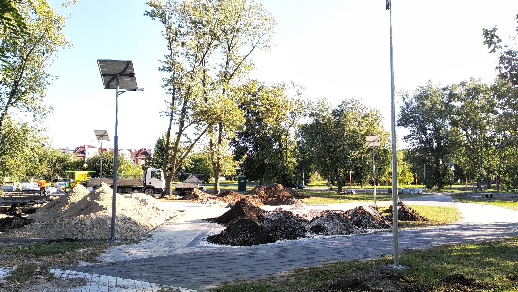 Budapest 18. kerület, Herrich Károly tér, napelemes térvilágítás