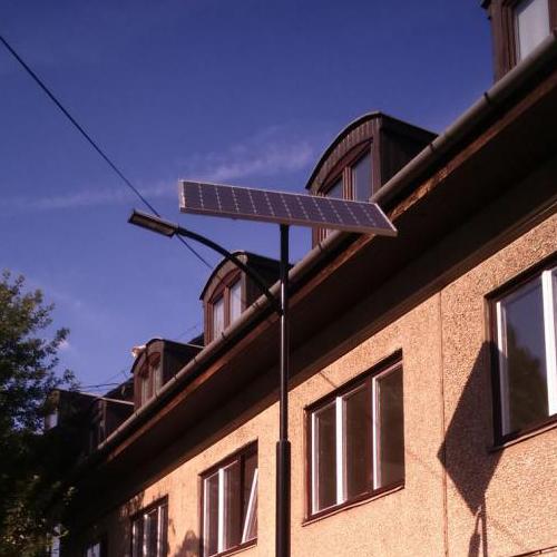 Budapest, Kérő utcai Idősek park, napelemes térvilágítás